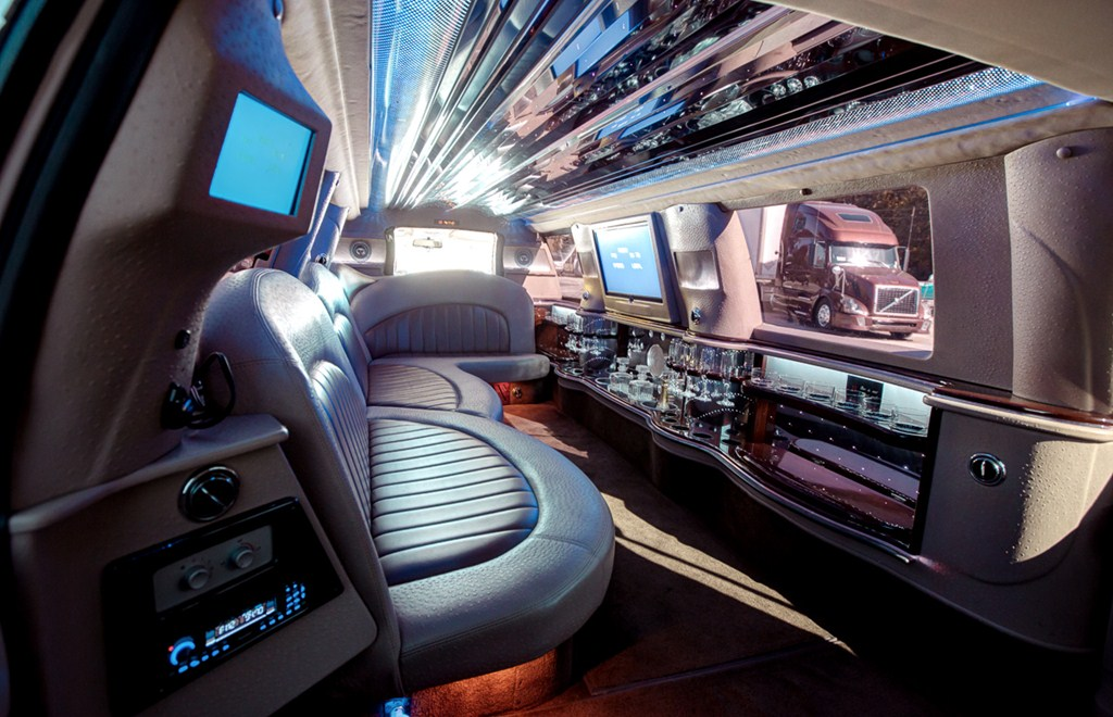 White Navigator Inside